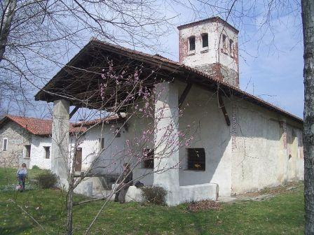800px-Momo_Chiesa_SS_Trinità