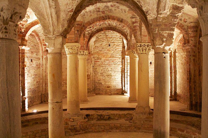 800px-Cripta_e_Museo_di_Sant'Anastasio_06