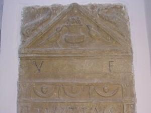 Grazzano_B_lapide_funeraria_romana1